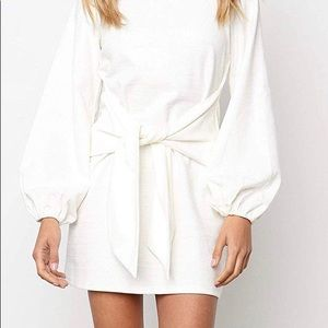 Dresses & Skirts - White long sleeve front tie dress NWT